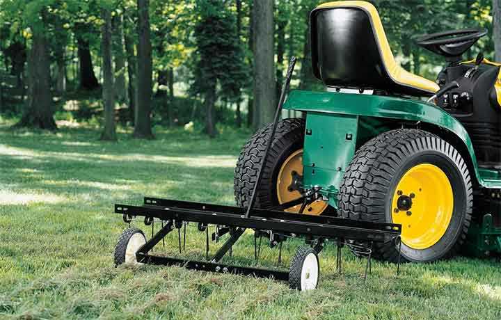 Dethatching Your Lawn Before Winter Comes